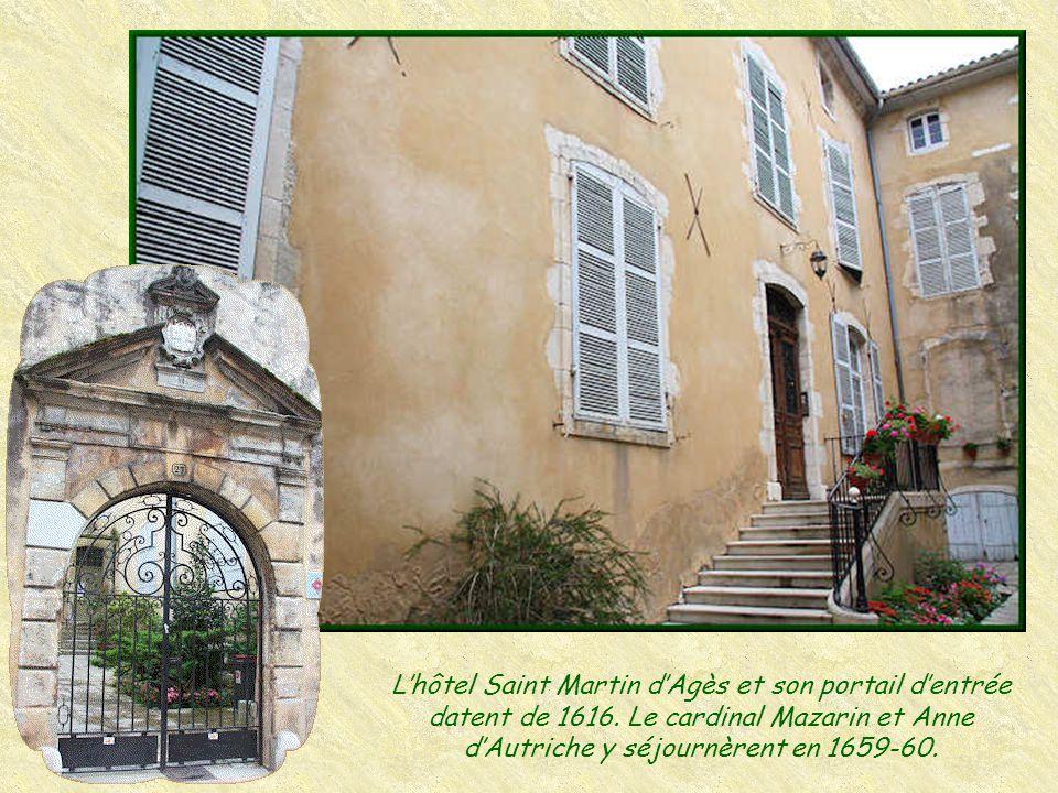 L'hôtel Saint Martin d'Agès et son portail d'entrée datent de 1616