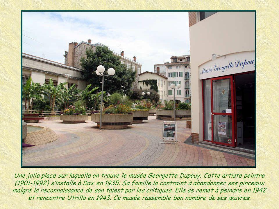 Une jolie place sur laquelle on trouve le musée Georgette Dupouy