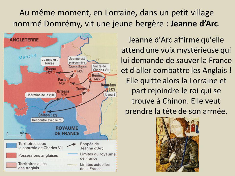 Au même moment, en Lorraine, dans un petit village nommé Domrémy, vit une jeune bergère : Jeanne d'Arc.