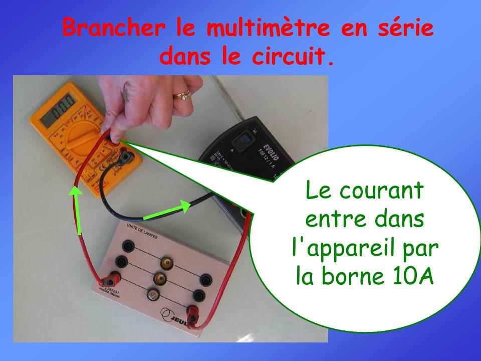 Brancher le multimètre en série dans le circuit.