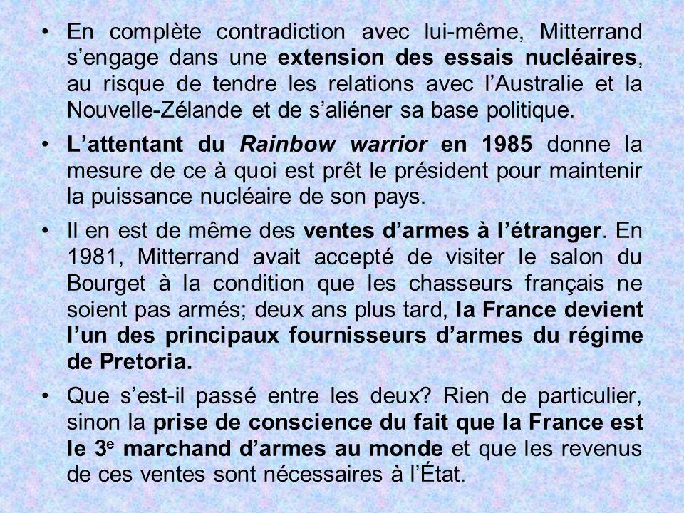 En complète contradiction avec lui-même, Mitterrand s'engage dans une extension des essais nucléaires, au risque de tendre les relations avec l'Australie et la Nouvelle-Zélande et de s'aliéner sa base politique.