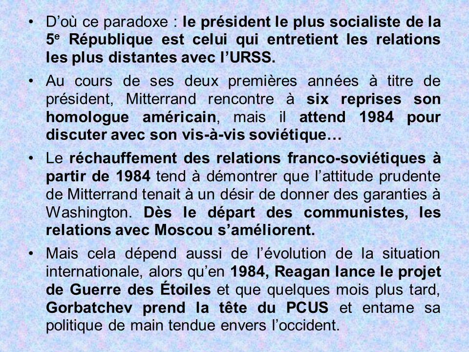 D'où ce paradoxe : le président le plus socialiste de la 5e République est celui qui entretient les relations les plus distantes avec l'URSS.