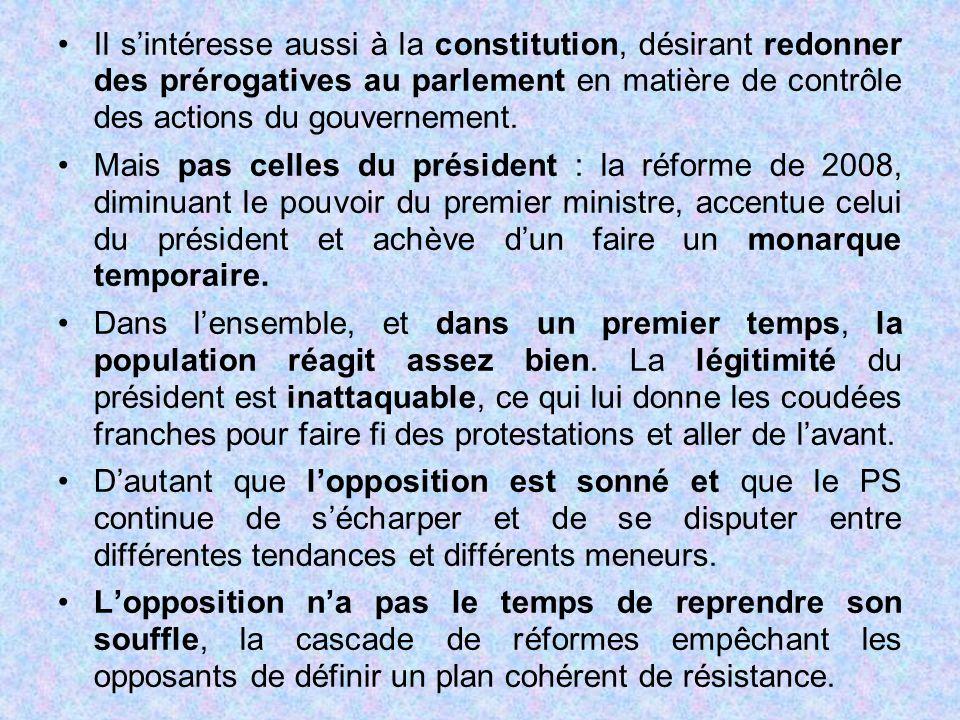 Il s'intéresse aussi à la constitution, désirant redonner des prérogatives au parlement en matière de contrôle des actions du gouvernement.