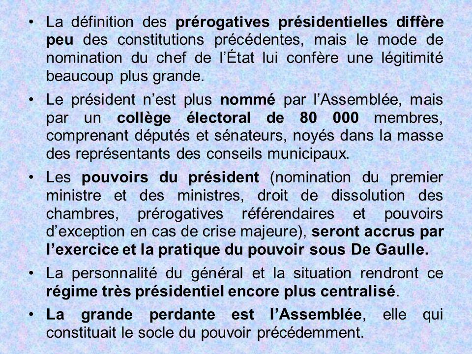 La définition des prérogatives présidentielles diffère peu des constitutions précédentes, mais le mode de nomination du chef de l'État lui confère une légitimité beaucoup plus grande.