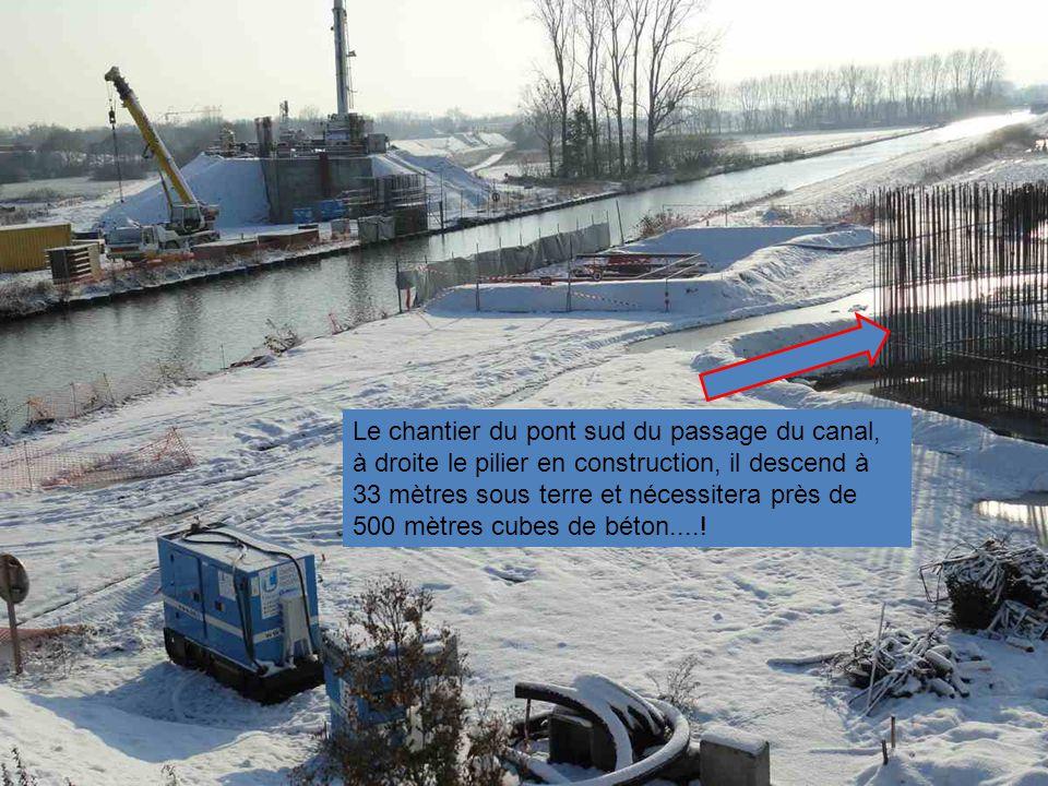 Le chantier du pont sud du passage du canal, à droite le pilier en construction, il descend à 33 mètres sous terre et nécessitera près de 500 mètres cubes de béton....!