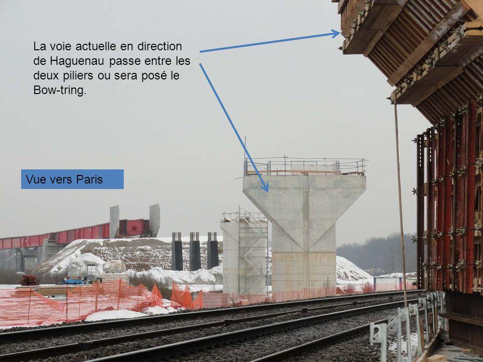 La voie actuelle en direction de Haguenau passe entre les deux piliers ou sera posé le Bow-tring.
