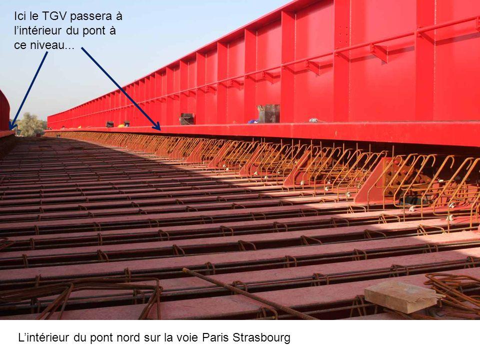 Ici le TGV passera à l'intérieur du pont à ce niveau...