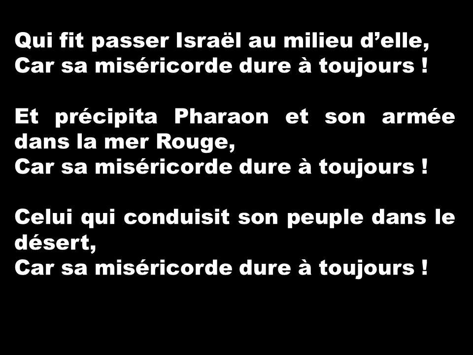 Qui fit passer Israël au milieu d'elle,