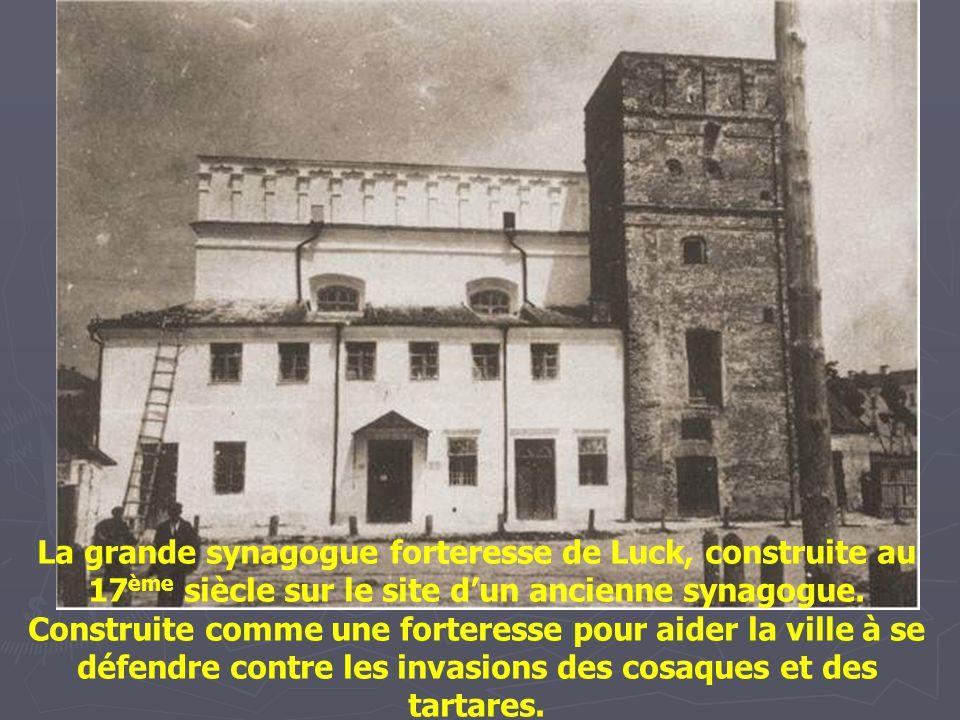 La grande synagogue forteresse de Luck, construite au 17ème siècle sur le site d'un ancienne synagogue.