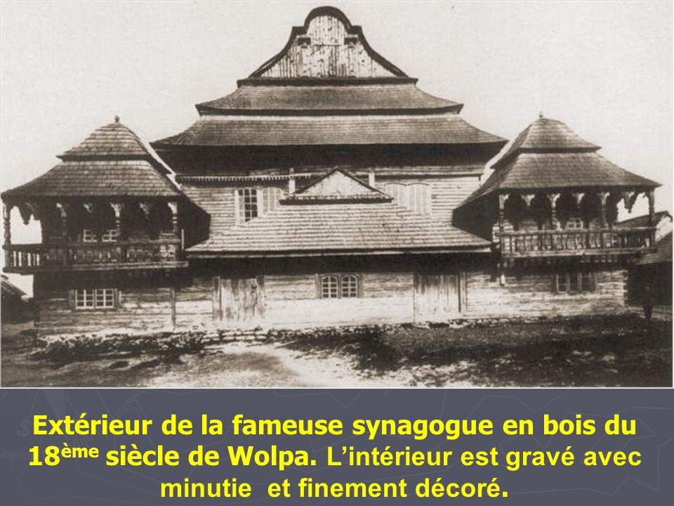 Extérieur de la fameuse synagogue en bois du 18ème siècle de Wolpa