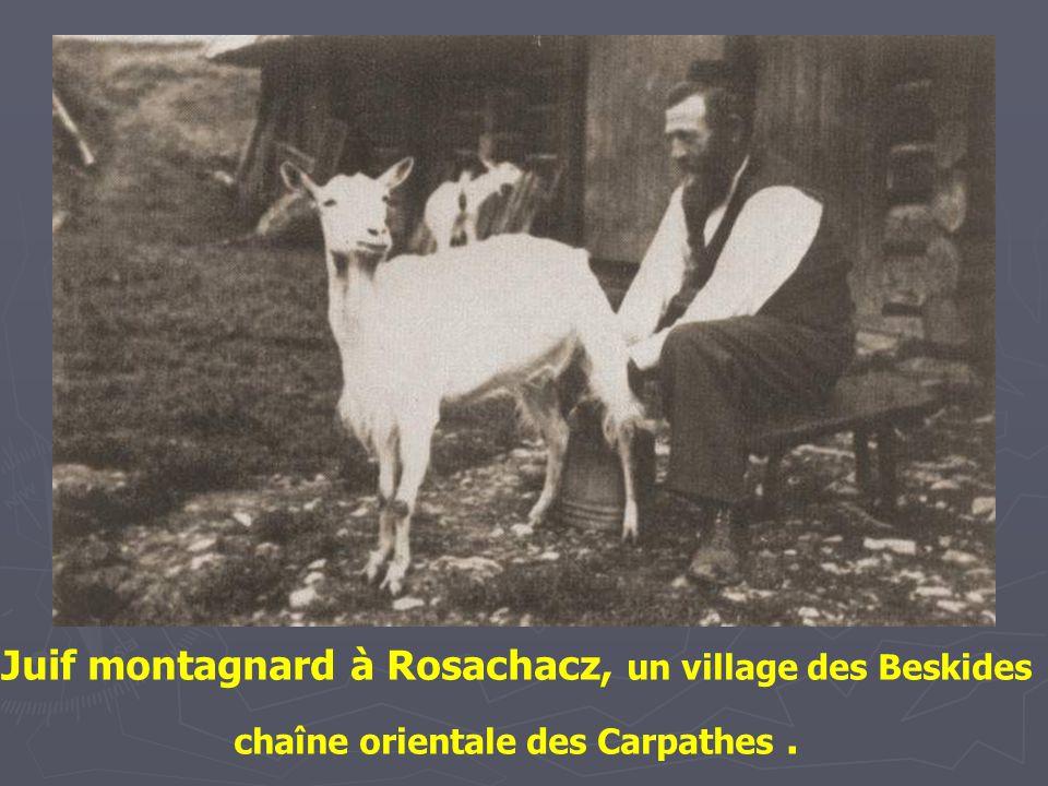 Juif montagnard à Rosachacz, un village des Beskides chaîne orientale des Carpathes .