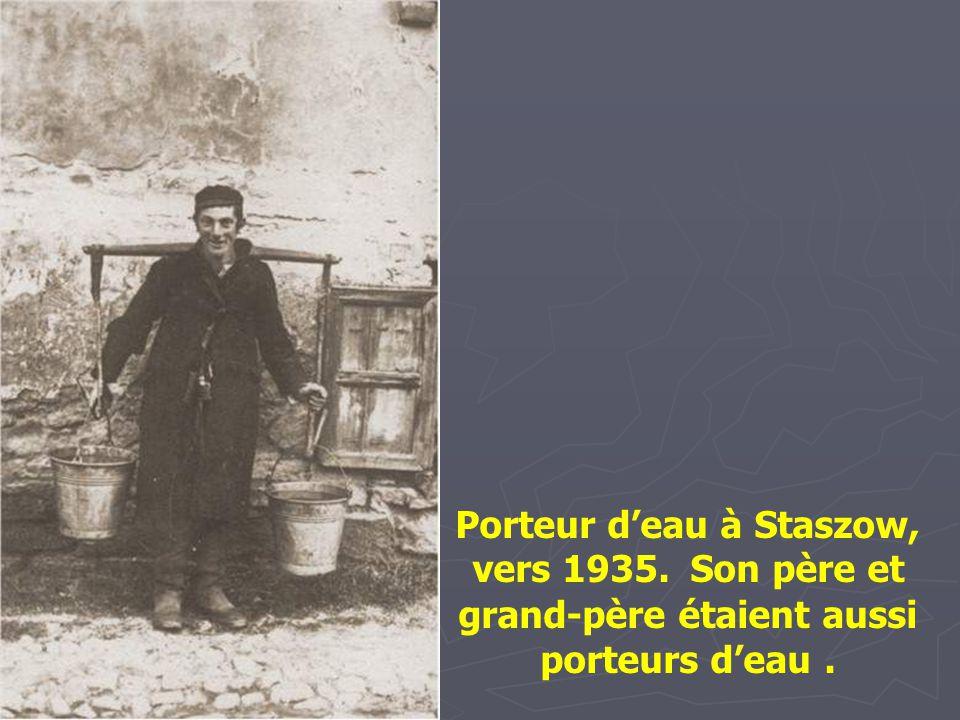 Porteur d'eau à Staszow, vers 1935