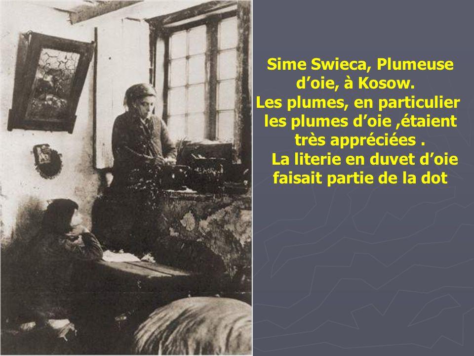 Sime Swieca, Plumeuse d'oie, à Kosow. Les plumes, en particulier