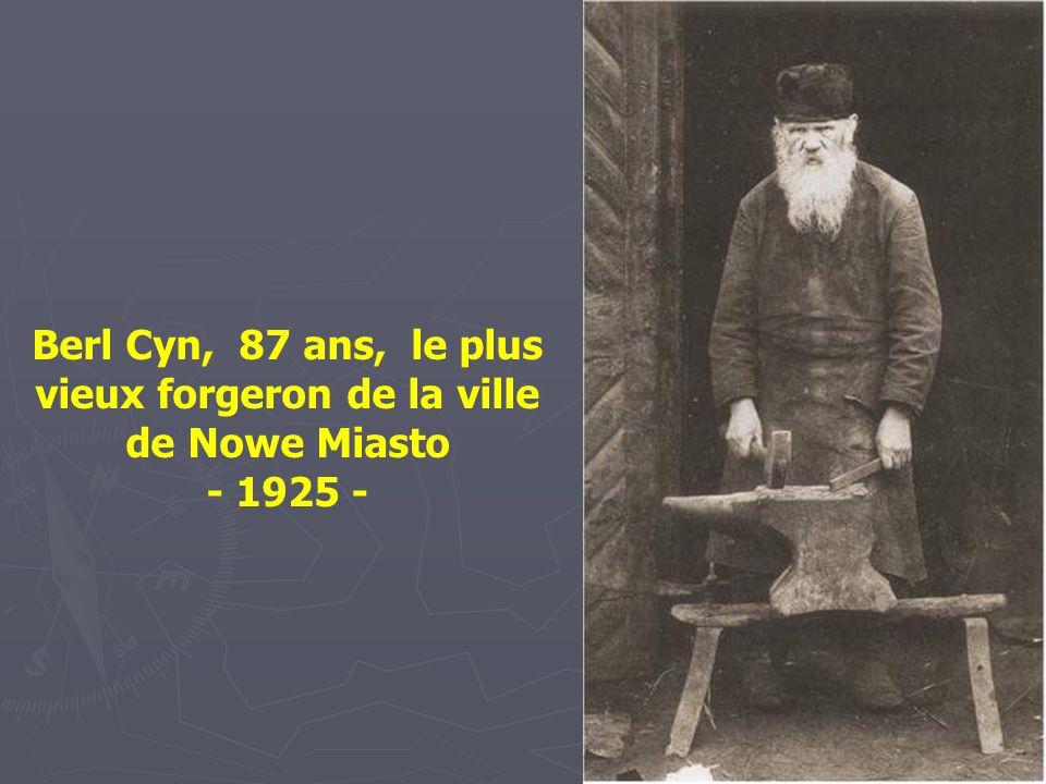 Berl Cyn, 87 ans, le plus vieux forgeron de la ville de Nowe Miasto