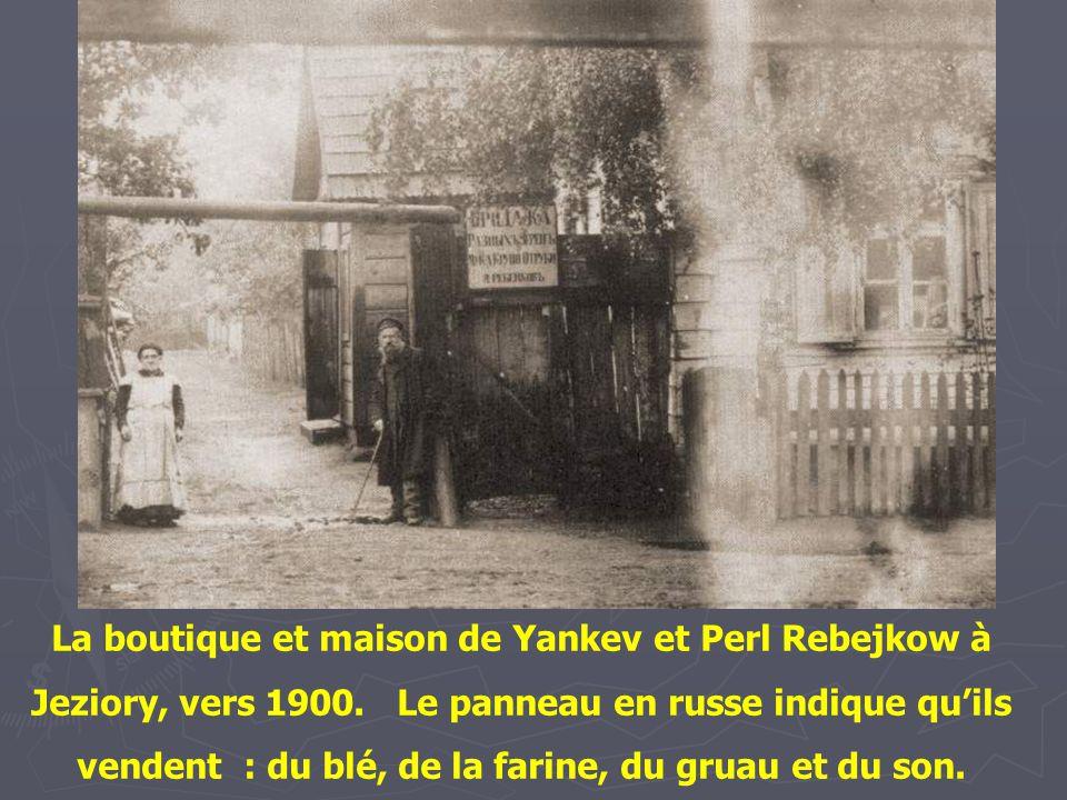 La boutique et maison de Yankev et Perl Rebejkow à Jeziory, vers 1900