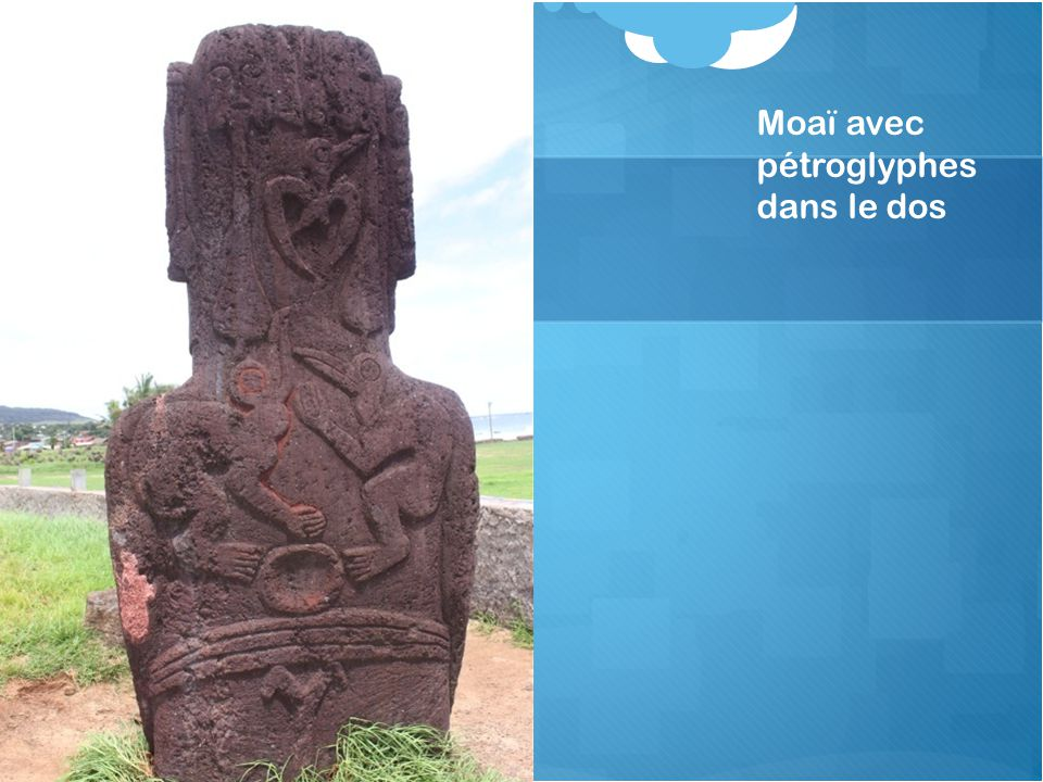 Moaï avec pétroglyphes dans le dos