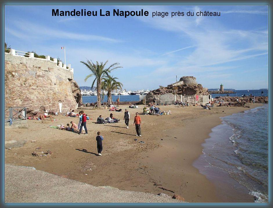Mandelieu La Napoule plage près du château