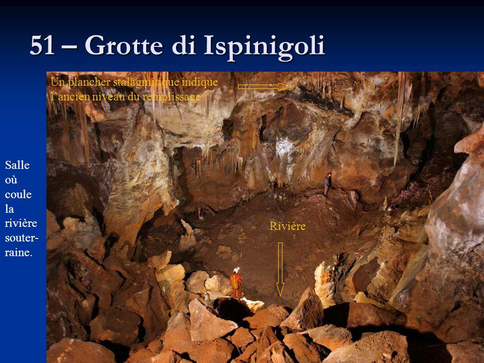 51 – Grotte di Ispinigoli Un plancher stalagmitique indique l'ancien niveau du remplissage. Salle où coule la rivièresouter-raine.