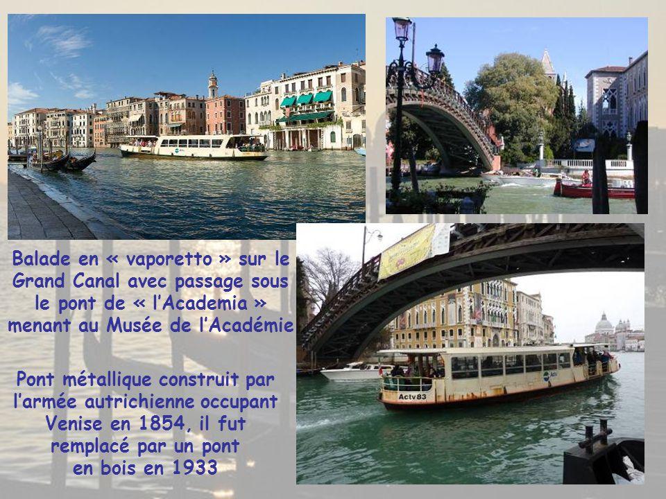 Balade en « vaporetto » sur le Grand Canal avec passage sous le pont de « l'Academia » menant au Musée de l'Académie