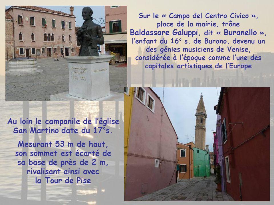 Au loin le campanile de l'église San Martino date du 17°s.