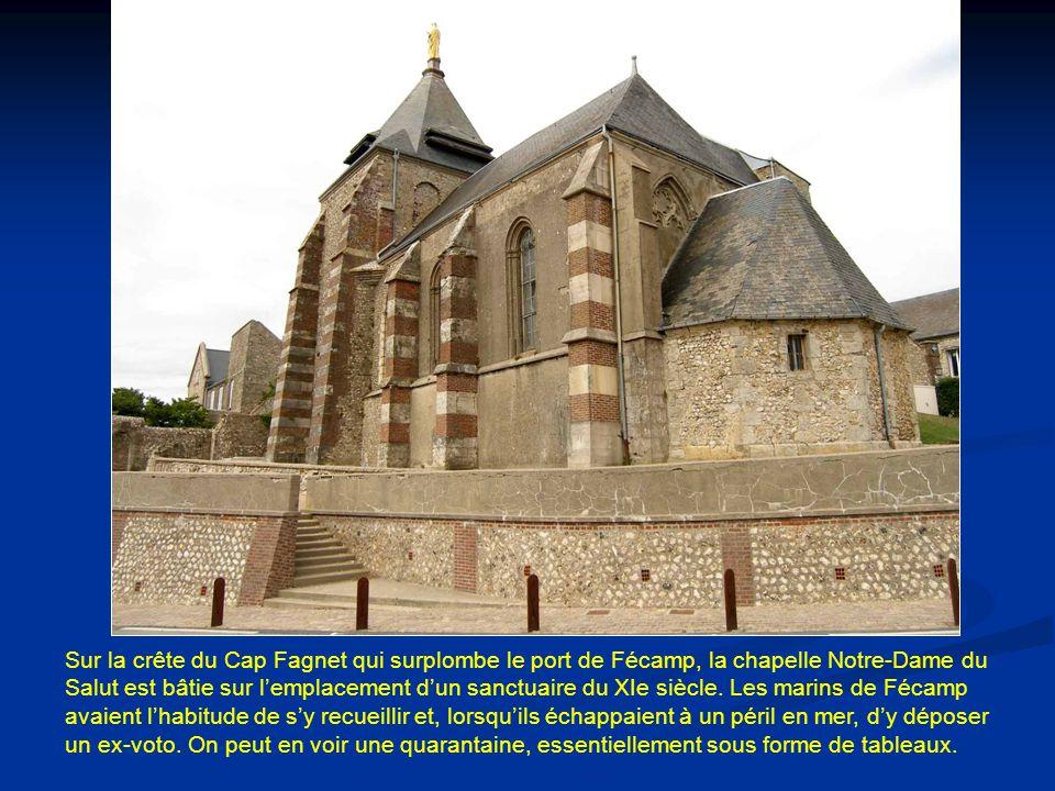 Sur la crête du Cap Fagnet qui surplombe le port de Fécamp, la chapelle Notre-Dame du Salut est bâtie sur l'emplacement d'un sanctuaire du XIe siècle.