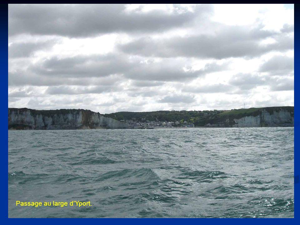 Passage au large d'Yport.