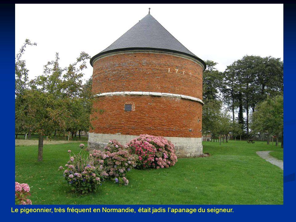 Le pigeonnier, très fréquent en Normandie, était jadis l'apanage du seigneur.