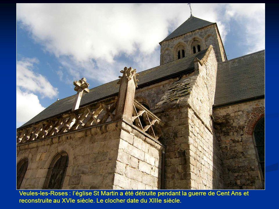 Veules-les-Roses : l'église St Martin a été détruite pendant la guerre de Cent Ans et reconstruite au XVIe siècle.