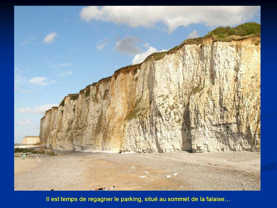 Il est temps de regagner le parking, situé au sommet de la falaise…
