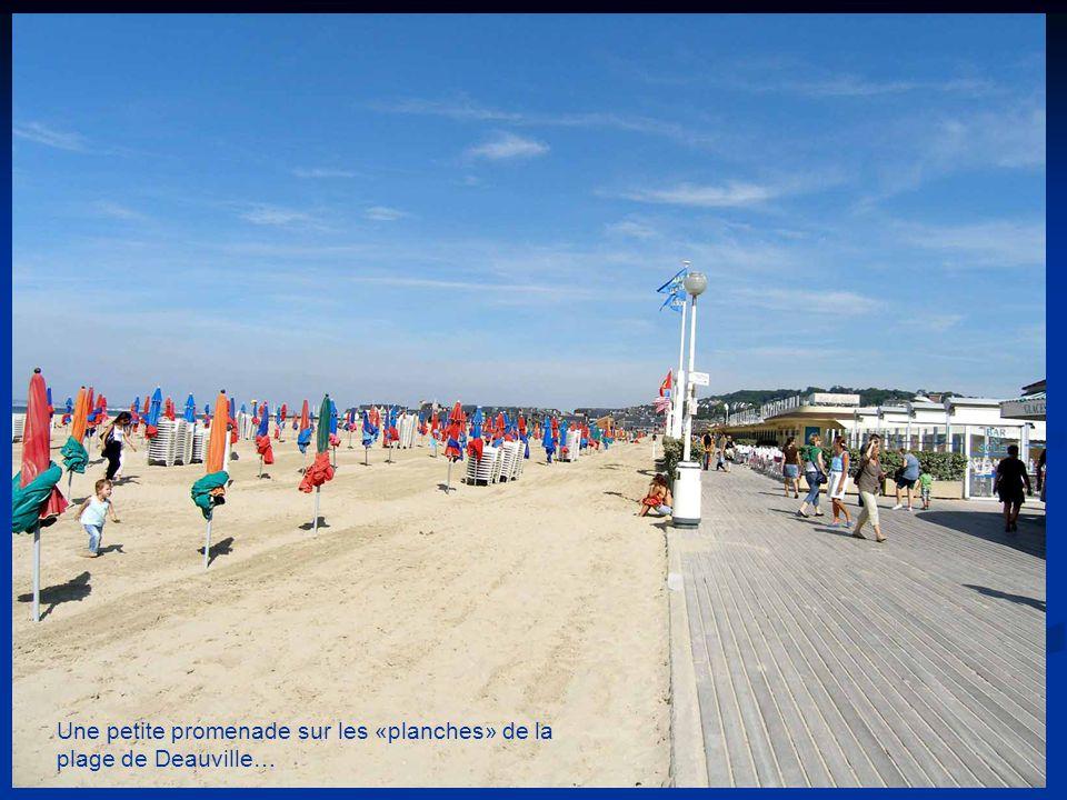 Une petite promenade sur les «planches» de la plage de Deauville…