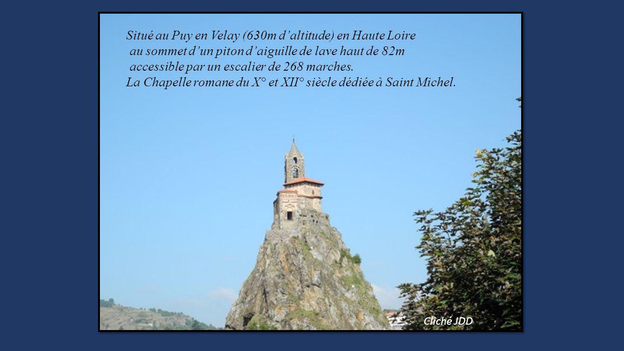 Situé au Puy en Velay (630m d'altitude) en Haute Loire