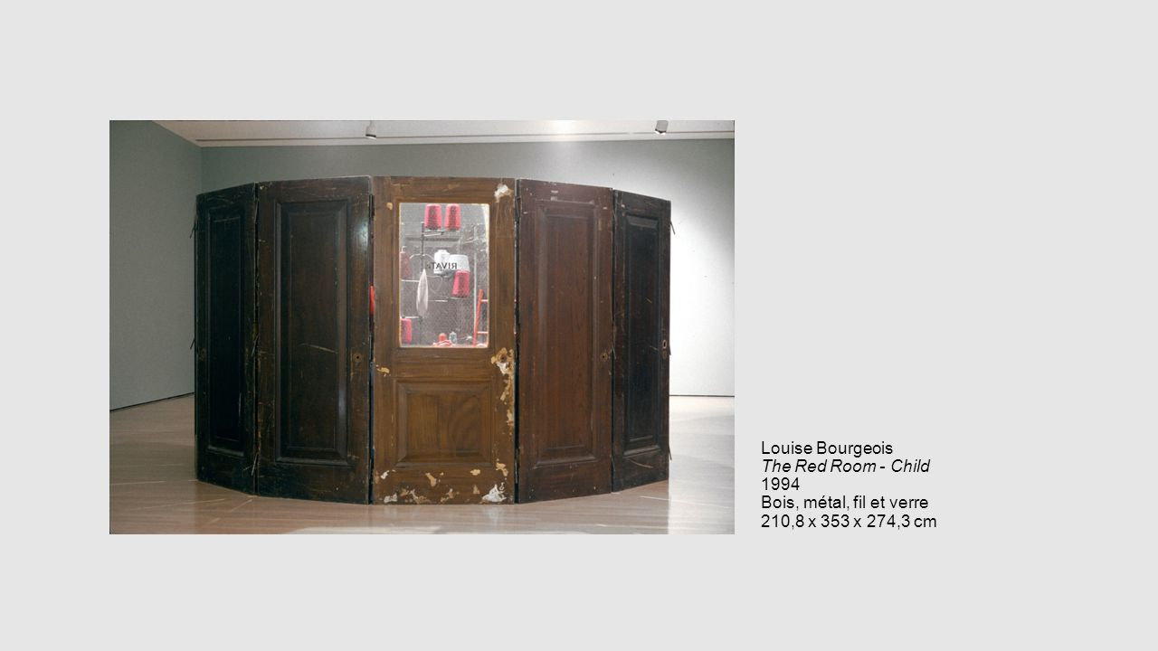 Louise Bourgeois The Red Room - Child 1994 Bois, métal, fil et verre 210,8 x 353 x 274,3 cm