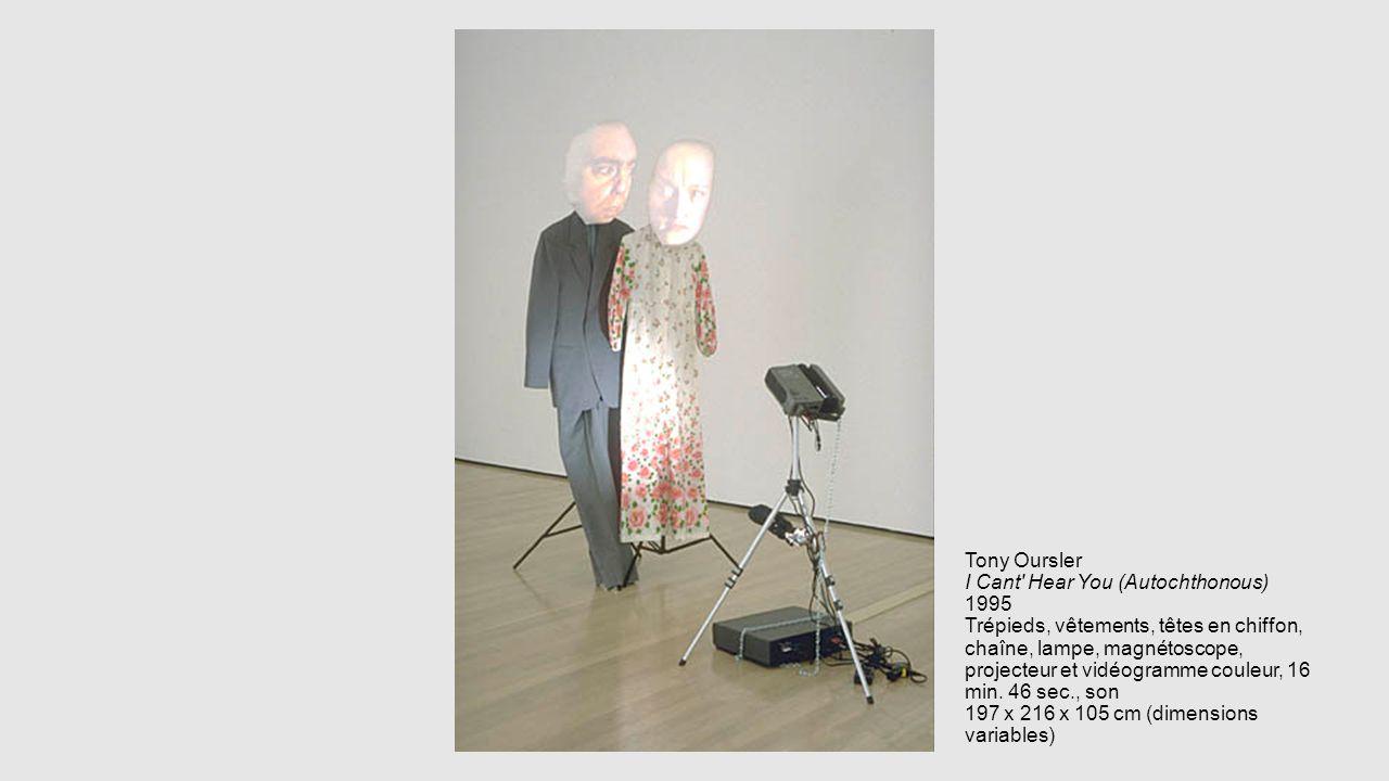 Tony Oursler I Cant Hear You (Autochthonous) 1995 Trépieds, vêtements, têtes en chiffon, chaîne, lampe, magnétoscope, projecteur et vidéogramme couleur, 16 min.
