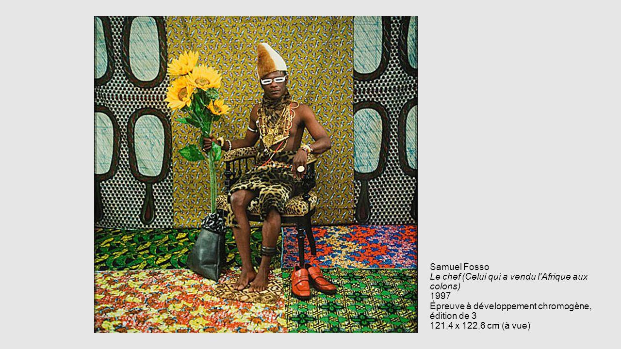 Samuel Fosso Le chef (Celui qui a vendu l Afrique aux colons) 1997 Épreuve à développement chromogène, édition de 3 121,4 x 122,6 cm (à vue)
