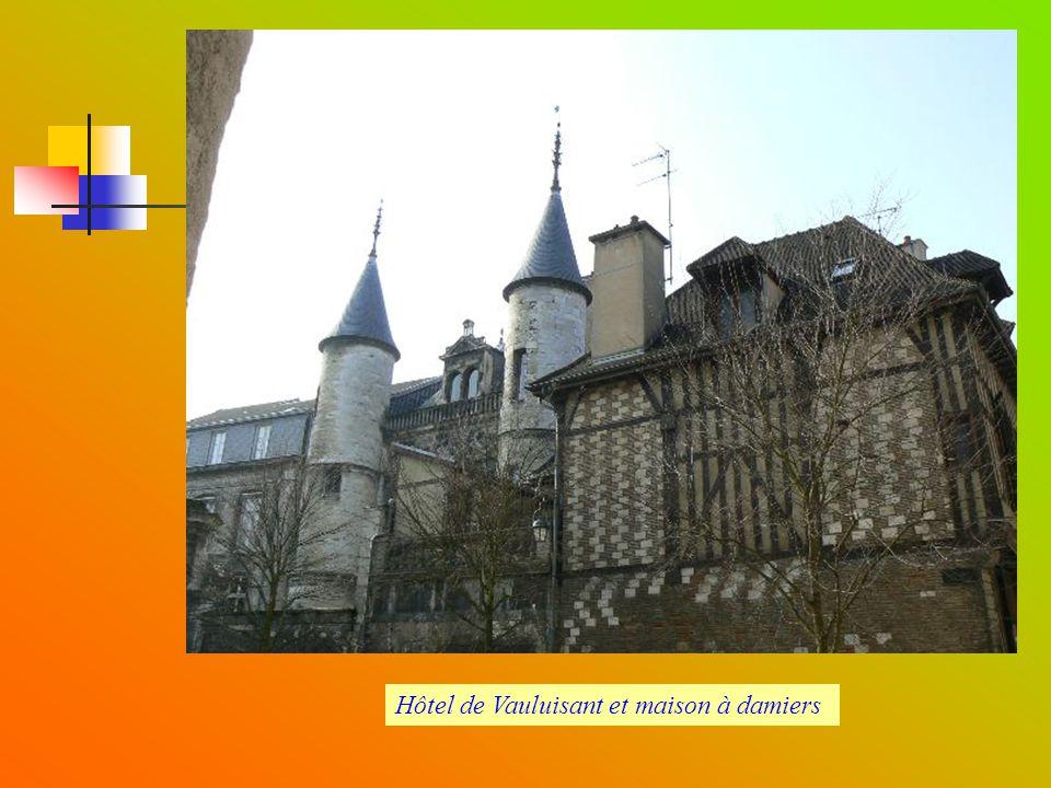 Hôtel de Vauluisant et maison à damiers