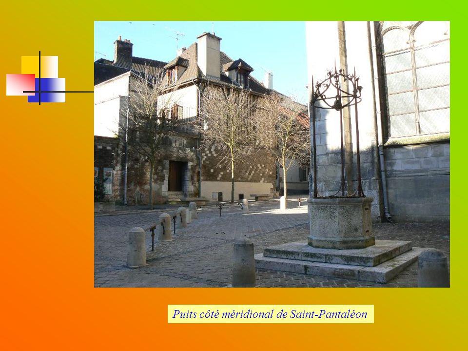 Puits côté méridional de Saint-Pantaléon