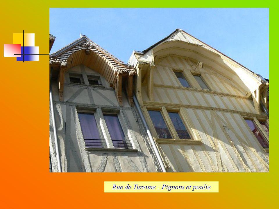 Rue de Turenne : Pignons et poulie