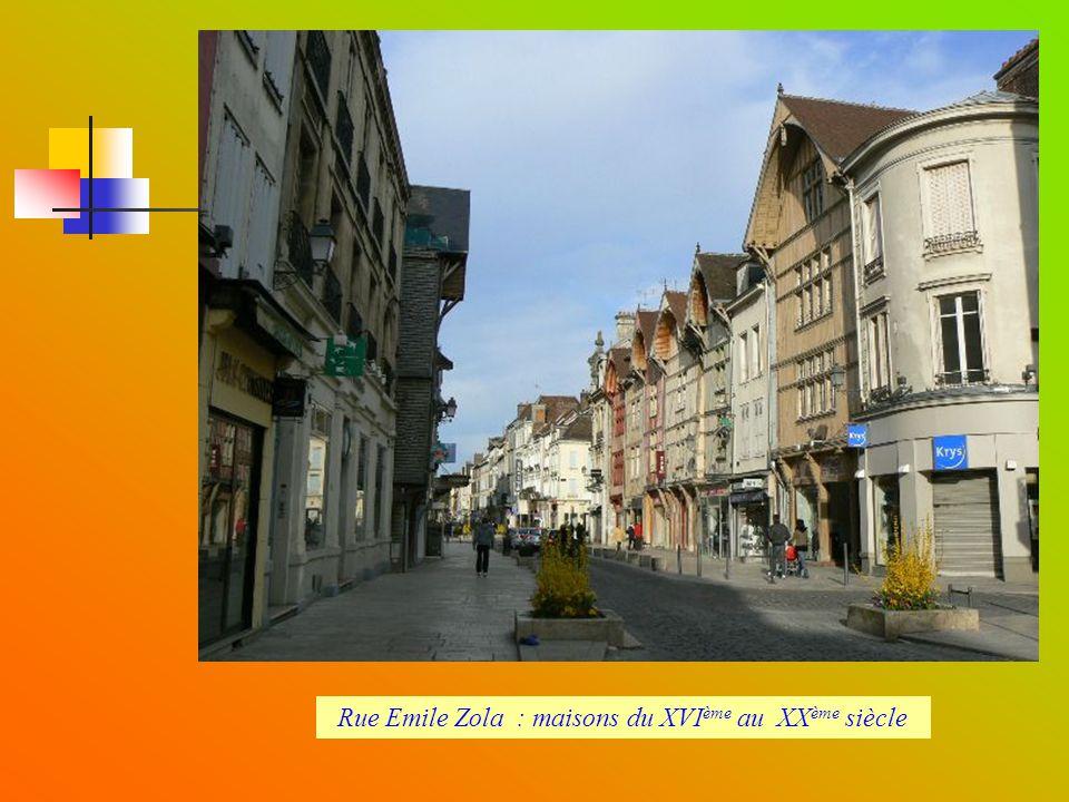 Rue Emile Zola : maisons du XVIème au XXème siècle