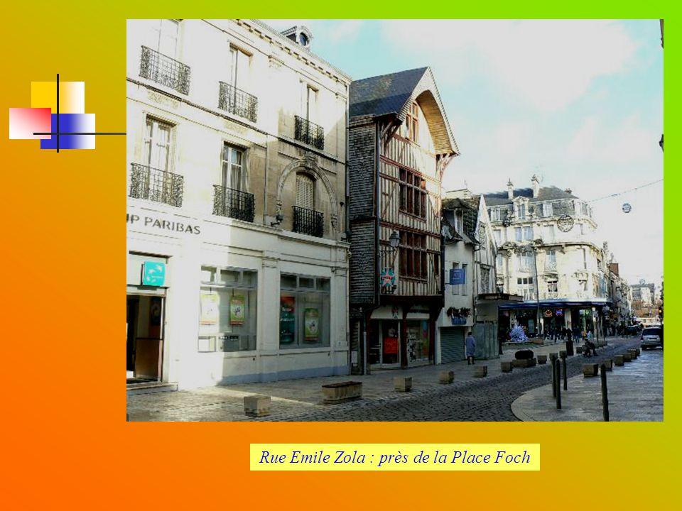 Rue Emile Zola : près de la Place Foch