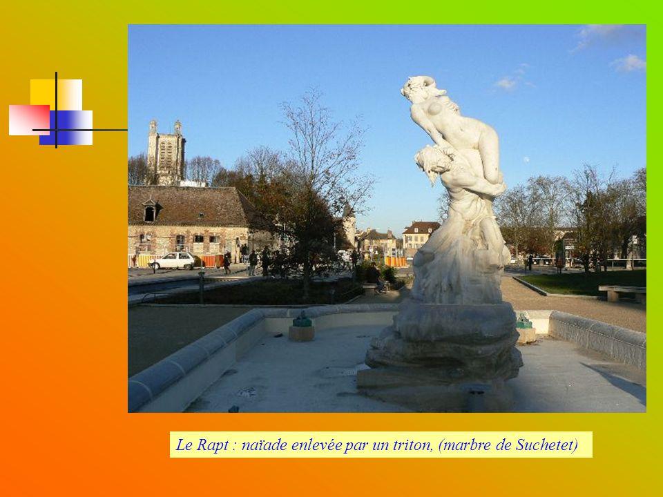 Le Rapt : naïade enlevée par un triton, (marbre de Suchetet)