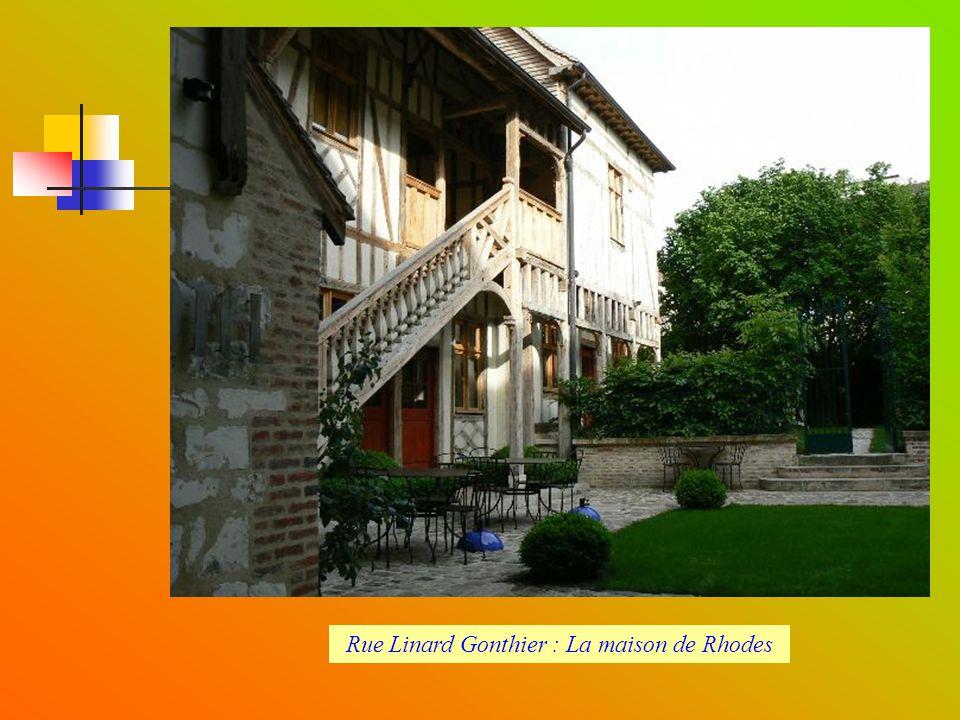 Rue Linard Gonthier : La maison de Rhodes