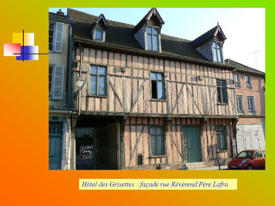 Hôtel des Grisettes : façade rue Révérend Père Lafra