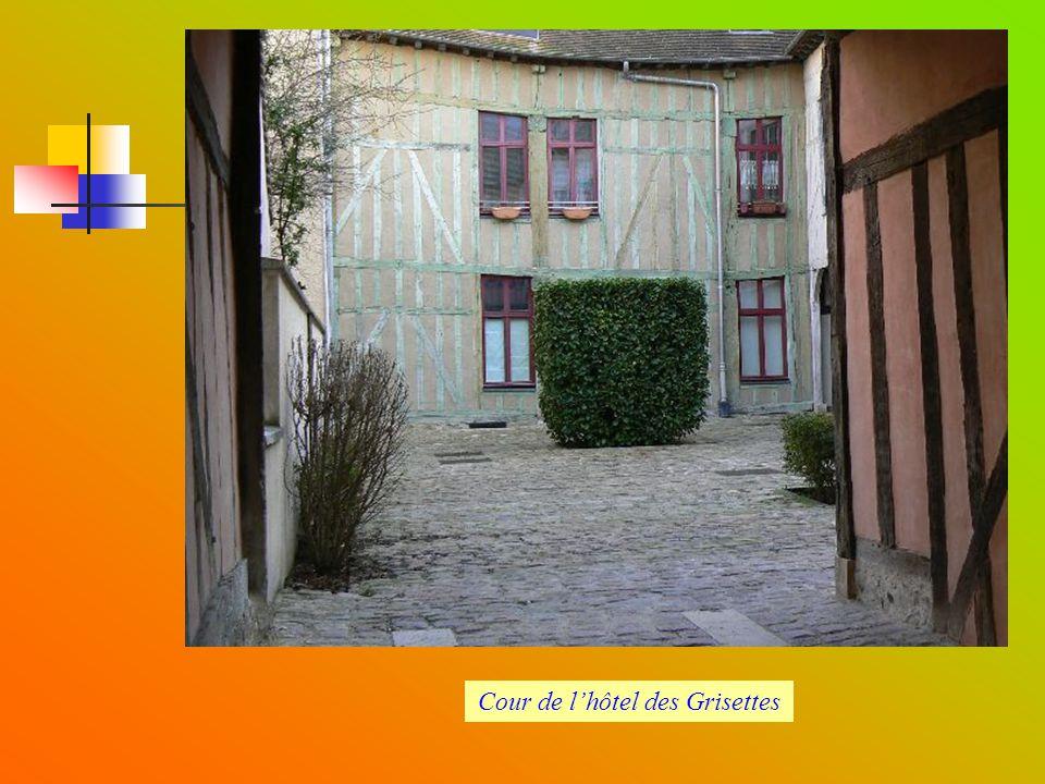 Cour de l'hôtel des Grisettes