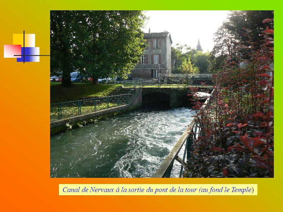Canal de Nervaux à la sortie du pont de la tour (au fond le Temple)