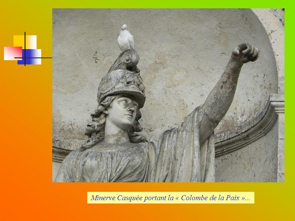 Minerve Casquée portant la « Colombe de la Paix »...