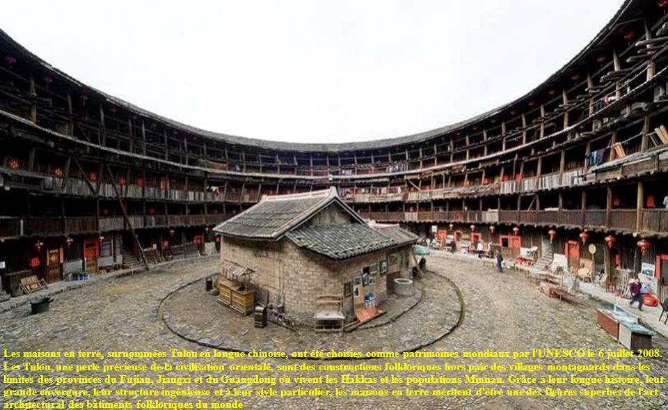 Les maisons en terre, surnommées Tulou en langue chinoise, ont été choisies comme patrimoines mondiaux par l UNESCO le 6 juillet 2008.