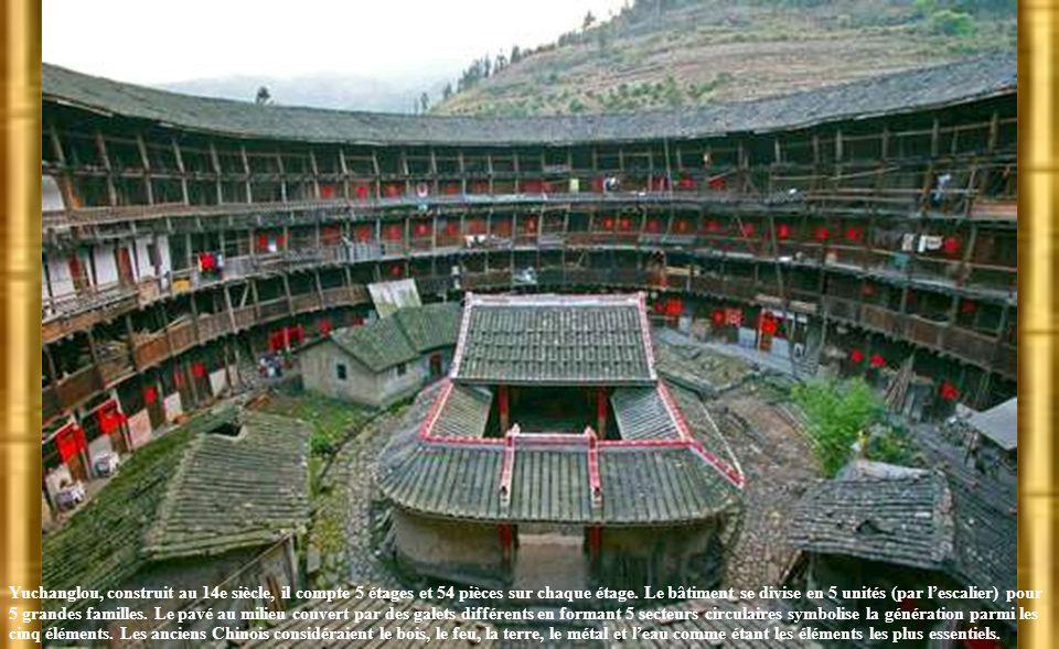 Yuchanglou, construit au 14e siècle, il compte 5 étages et 54 pièces sur chaque étage.