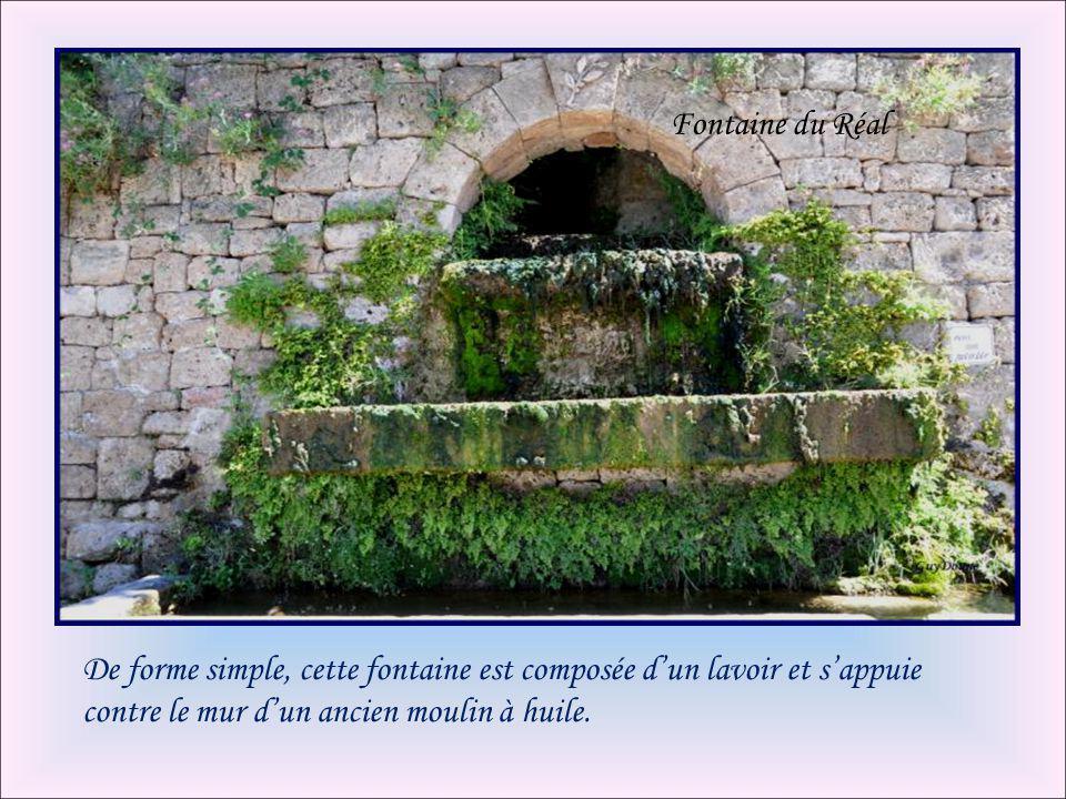 Fontaine du Réal De forme simple, cette fontaine est composée d'un lavoir et s'appuie contre le mur d'un ancien moulin à huile.