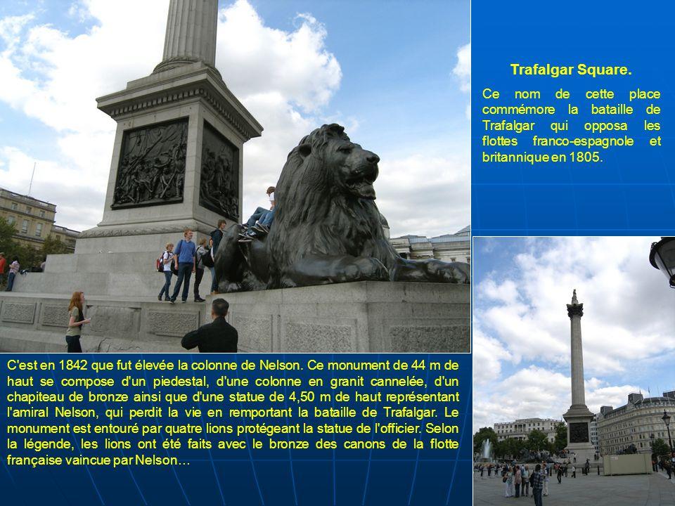 Trafalgar Square. Ce nom de cette place commémore la bataille de Trafalgar qui opposa les flottes franco-espagnole et britannique en 1805.