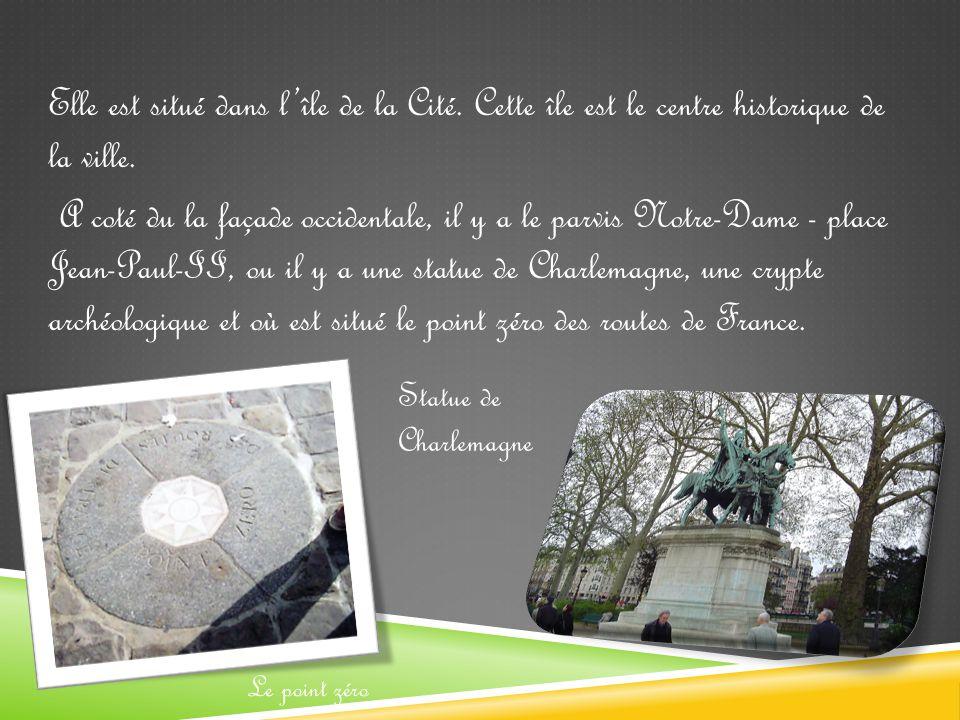 Elle est situé dans l'île de la Cité